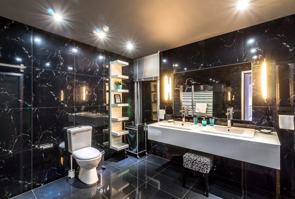 Oglinzile nu trebuie să lipsească dintr-o baie