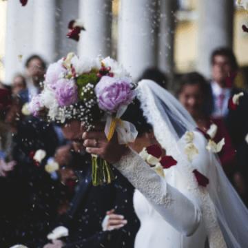 Avantajele închirierii mobilierului şi veselei pentru nunta