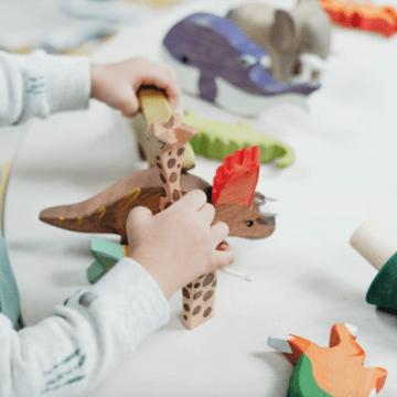 Jucării din lemn atrăgătoare pentru copilul tău