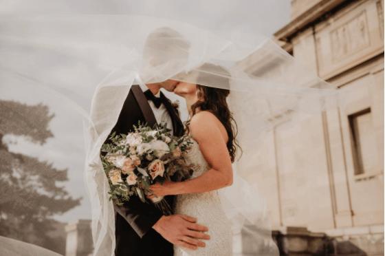 De ce să închiriezi mobilier pentru nunta ta